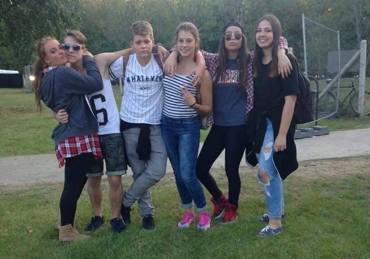 Hahn Nikolett barátaival a Feszten. ( Niki balról a második.)