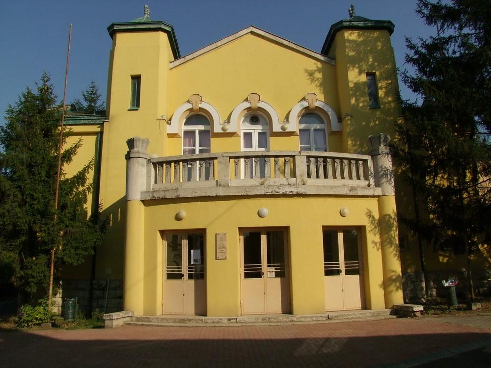 József Attila Művelődési Központ (1)