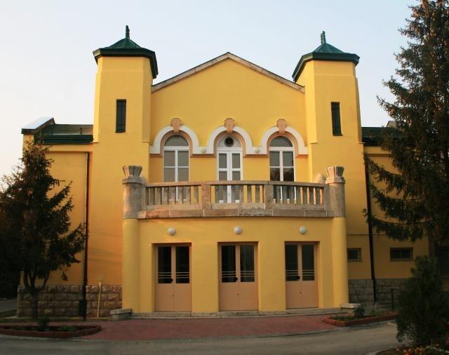 5928-voke-jozsef-attila-muvelodesi-kozpont-dunakeszi