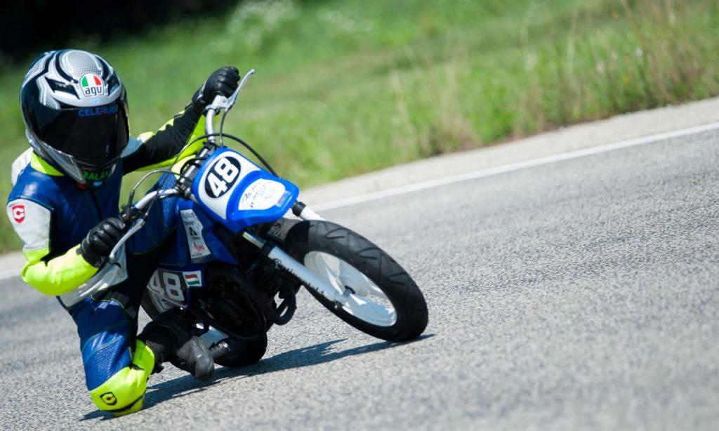 Zalán motorozik