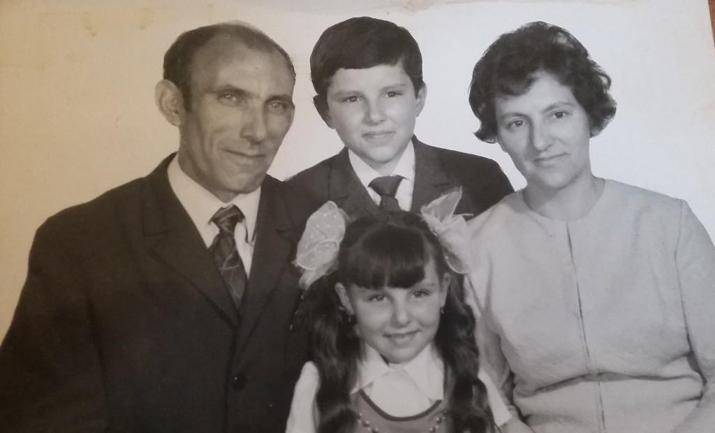 Együtt a család, László, középen fent Karcsi fiúk, alatta Ilidkó, és mellettük Margit