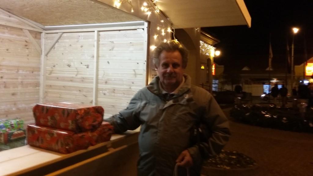 Tóth Lajos az unokája, Magyarádi Marcell nevében vitt ajándékot a kisházhoz