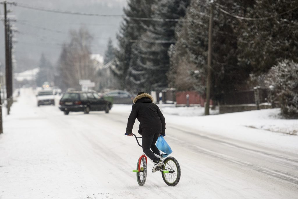 A havas Rákóczi út Karancslapujtőn. MTI Fotó: Komka Péter